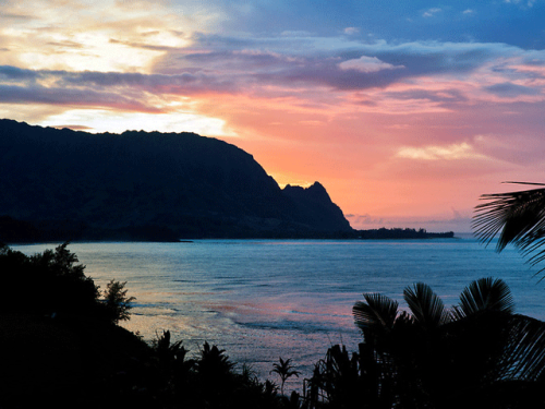 hanalei-bay-sunset-kauai-hawaii-vacation-tropical-romantic-getaway